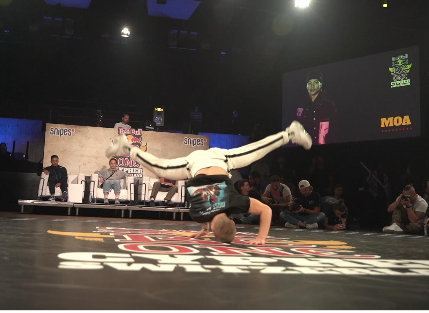 Tänzer bei break dance. Eventvideo zusammen mit Red-Bull produziert in Biel, Tanzvideo.