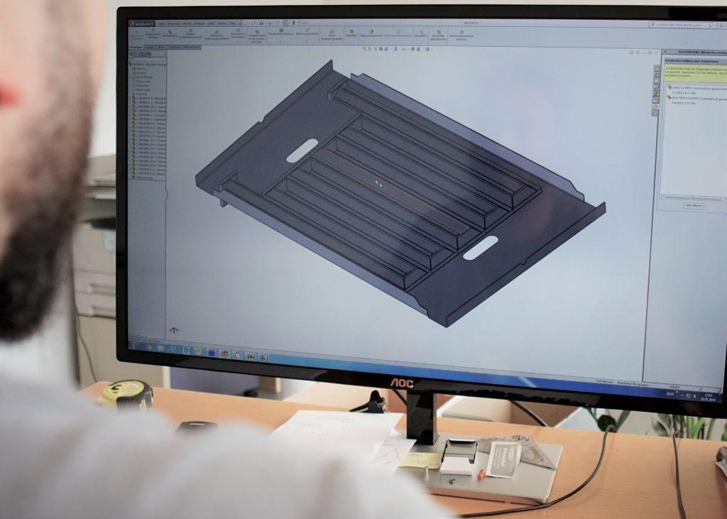 Konstruktionsmitarbeiter der Firma Behrmetall während des Drehs eines Imagevideos in Frauenfeld, Ostschweiz